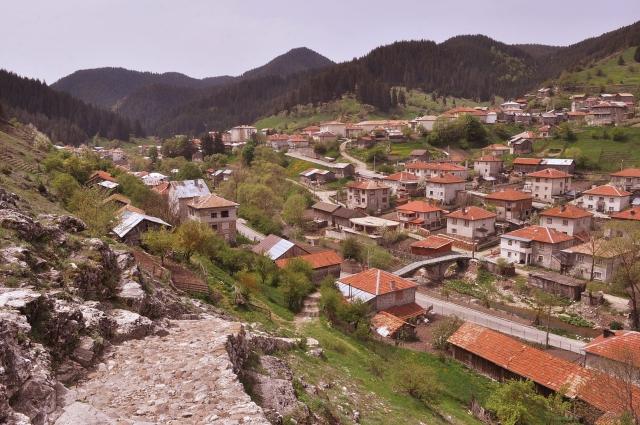 Село Триград. Там работа има, и заплатите не са лоши. Хора няма